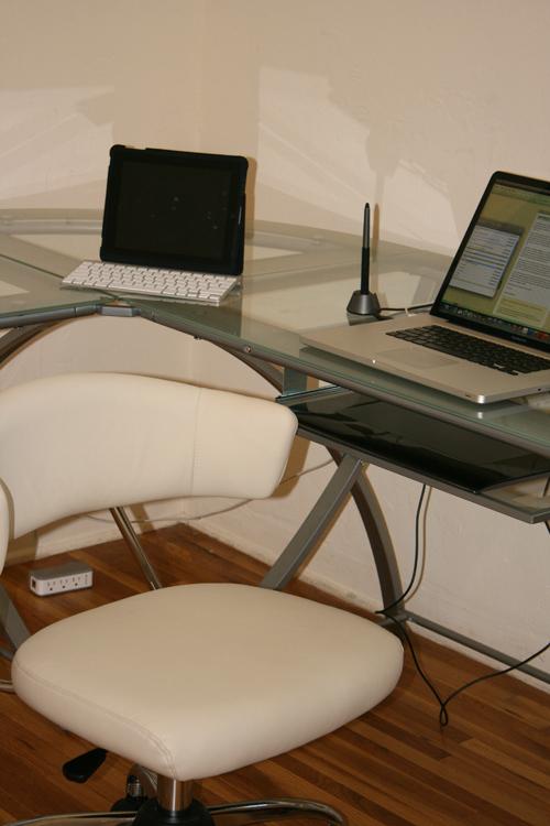 Glorious_NOT_broken_desk